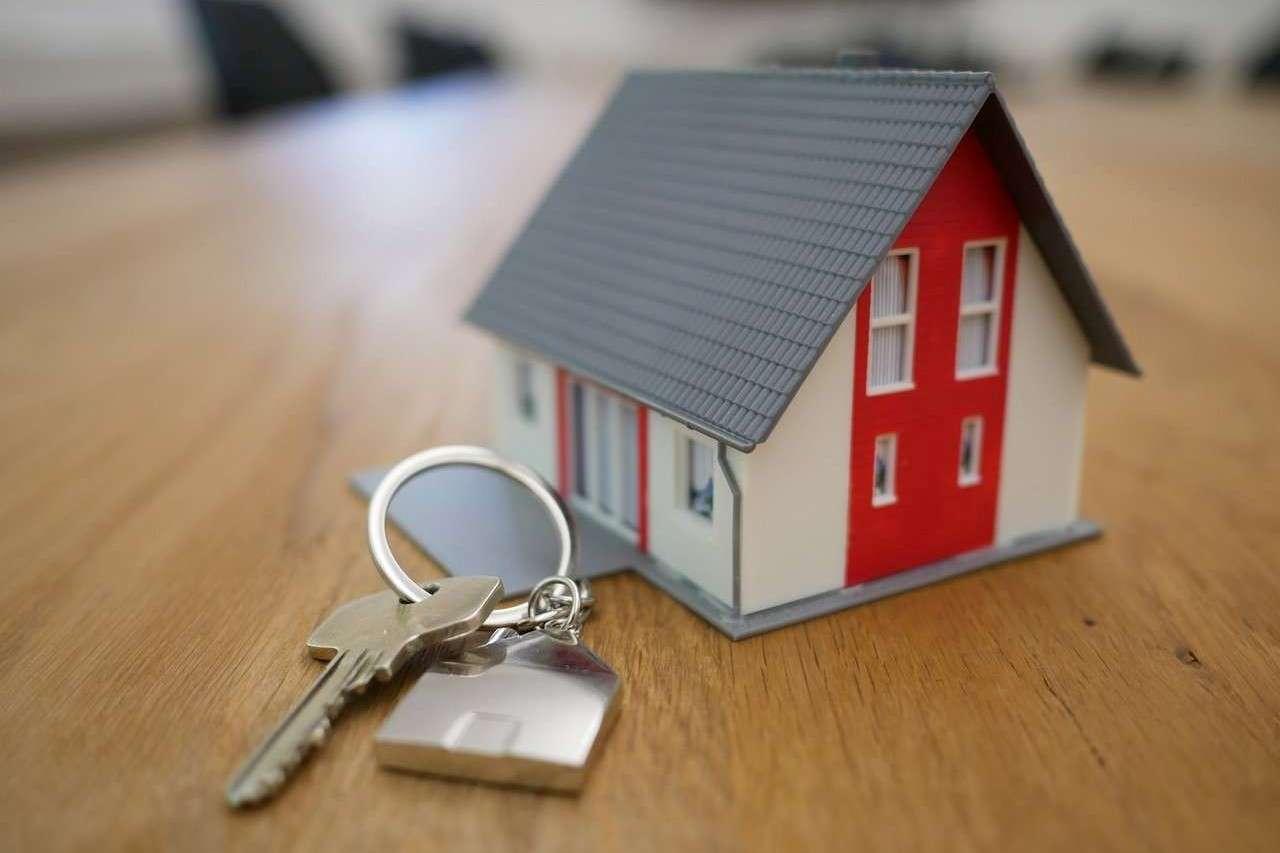 Imagen de una casa y unas llaves